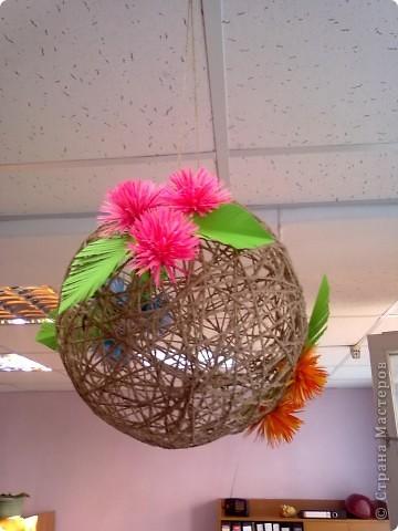Вот такой шарик висит у меня дома. сделали его давно, но только вчера украсили цветами. фото 6