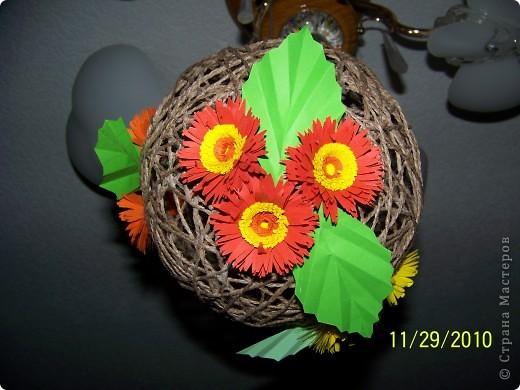 Вот такой шарик висит у меня дома. сделали его давно, но только вчера украсили цветами. фото 2