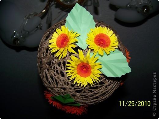 Вот такой шарик висит у меня дома. сделали его давно, но только вчера украсили цветами. фото 3