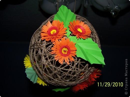 Вот такой шарик висит у меня дома. сделали его давно, но только вчера украсили цветами. фото 4