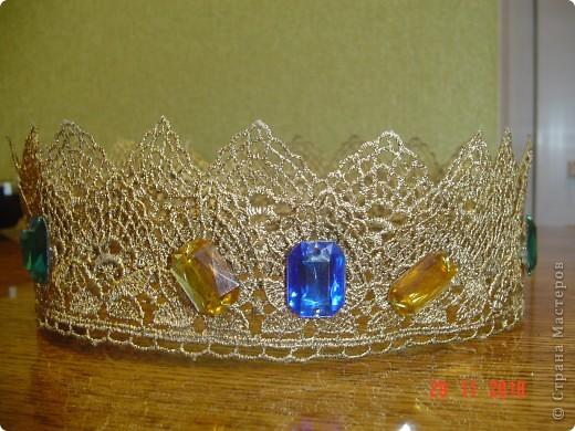 в школьном театре я играл роль принца. такую корону мне сшила мама. это вид спереди. фото 1
