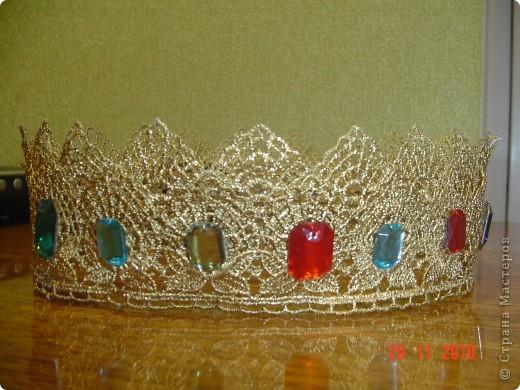 в школьном театре я играл роль принца. такую корону мне сшила мама. это вид спереди. фото 2