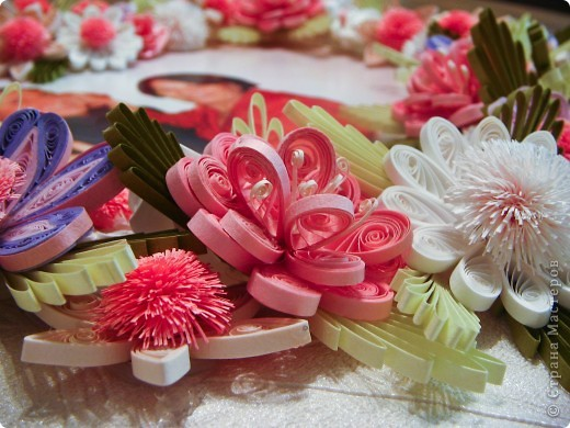 Знакомые, увидев мои работы попросили сделать им эту картину. Выбор композиции, веночка, цветовой гаммы - заказчика. За основу взята работа Анны Хомяковой http://www.art-khome.blogspot.com/, спасибо, Анечка, что учите нас! Размер работы в рамке - 30х30см. фото 4