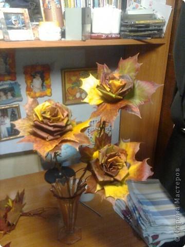 Розы из кленовых листьев. фото 1