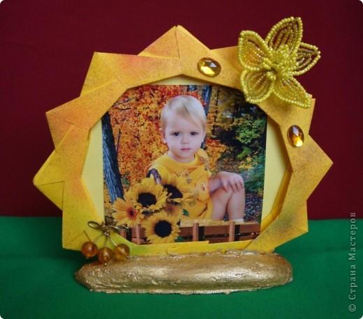 В детском саду сделали странные фотографии: реебнок в тележке, причем тележка занимает ровно половину фотографии снизу, а ребенок - половину сверху. Некрасиво. Решила что-нибудь с этим сделать. фото 1