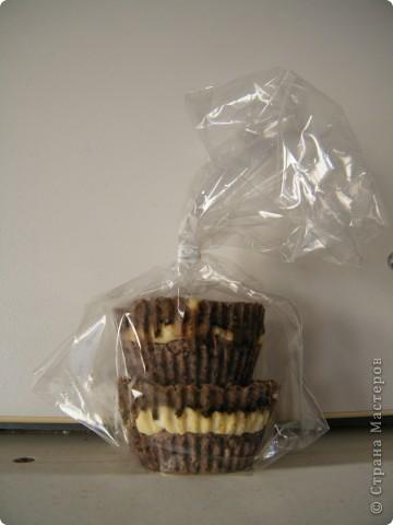 Мы с Ильей делали мыло- шоколадно-кофейное.  Так как шоколадные кексы я пеку нередко, дочка, придя со школы, сильно не присматривалась и собралась их скушать)))