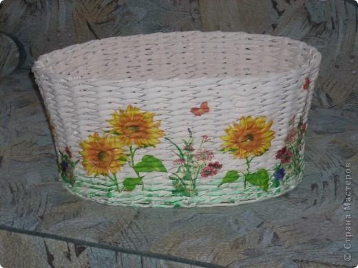 Это моя вторая работа в технике плетения из газет, первая была тут же подарена сестрёнке. фото 3