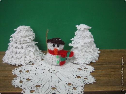 Снеговик и елка. фото 2
