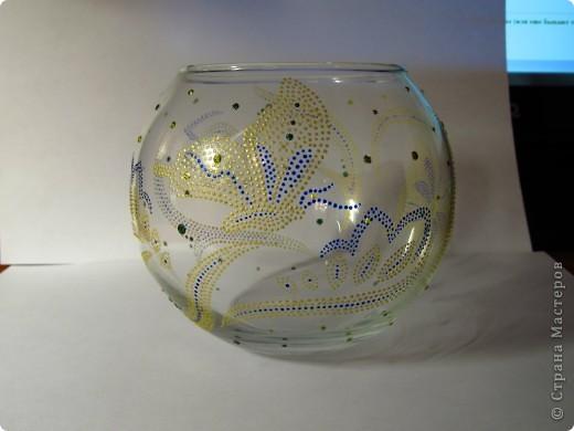 Материалы: стеклянный подсвечник-шар, контуры, глиттеры. Это с фоном. фото 2