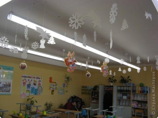 Вот такие новогодние поделки уже украшают наш класс. фото 3