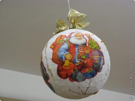 Вот такие новогодние поделки уже украшают наш класс. фото 6
