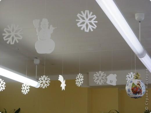 Вот такие новогодние поделки уже украшают наш класс. фото 9