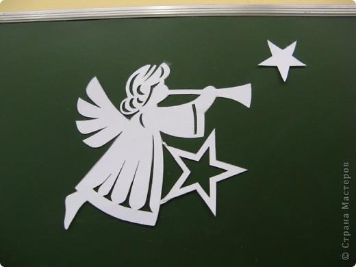 Вот такие новогодние поделки уже украшают наш класс. фото 11