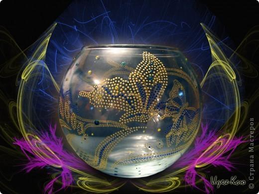 Материалы: стеклянный подсвечник-шар, контуры, глиттеры. Это с фоном. фото 1