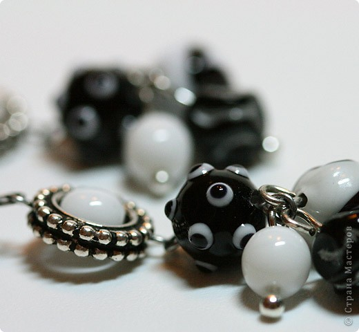 """Комплект """"Black & White"""" из колье, браслета и сережек фото 5"""
