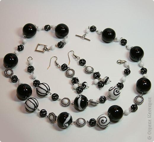 """Комплект """"Black & White"""" из колье, браслета и сережек фото 1"""