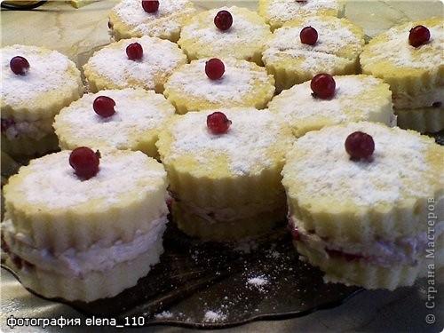 """Бисквитные пирожные со взбитыми сливками и малиной """"Валентинина"""""""