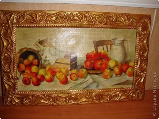 Картинка-декупаж на канве.Рама из потолочного карниза покрашена золотой краской. фото 2
