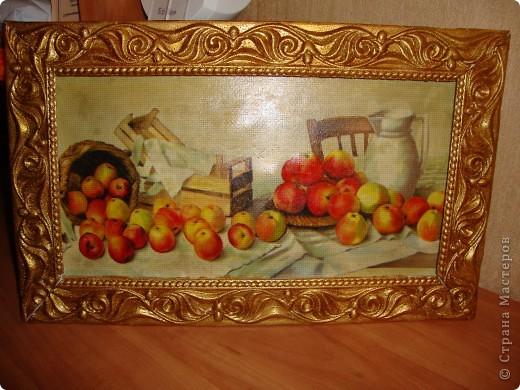 Картинка-декупаж на канве.Рама из потолочного карниза покрашена золотой краской. фото 1
