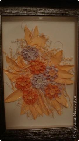 Моя первая работа. Делала достаточно долго, каждый день приходили в голову новые идеи оформления: добавила бусинки в центр цветка, лаком (для ногтей) с блестками покрасила кончики листочков.