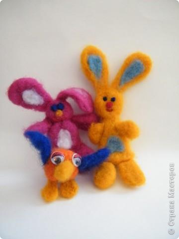 Семейка, 2-е зайцев   и птичка фото 1