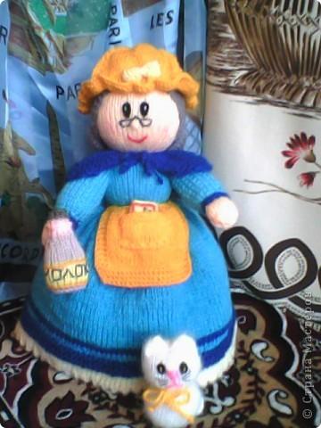 Бабуля сходила на рынок,а любимый Снежок уже успел соскучиться... забрался к ней ну ручки... фото 2