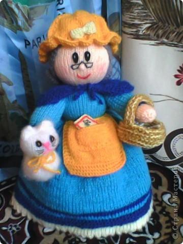 Бабуля сходила на рынок,а любимый Снежок уже успел соскучиться... забрался к ней ну ручки... фото 1