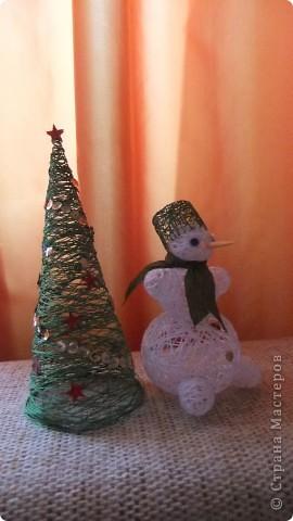 снеговик у елки фото 1