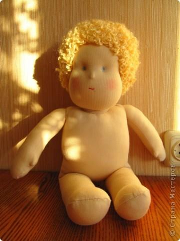 Заказали мне друзья куколку-голышка для Школы родителей. Это моя первая попытка сделать вальдорфскую куклу.  фото 1