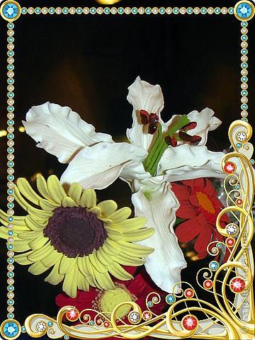 А это моя проба пера в лепке цветов из полимерной глины. Эти цветы не были предназначены стать букетом, я просто училась их лепить.
