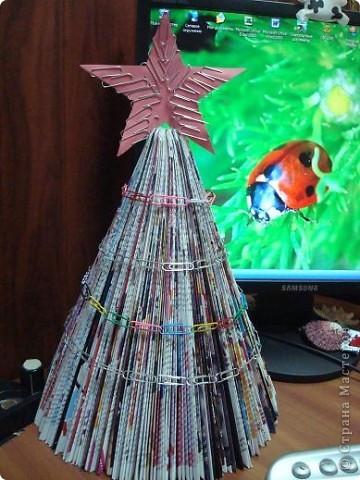 Вот такую ёлочку я сделала себе в офис по мастер классу Нюси Владимировны  http://stranamasterov.ru/node/117684?tid=451 фото 1