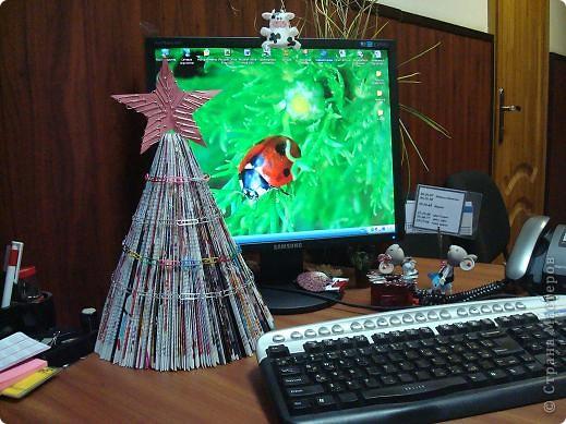 Вот такую ёлочку я сделала себе в офис по мастер классу Нюси Владимировны  http://stranamasterov.ru/node/117684?tid=451 фото 2
