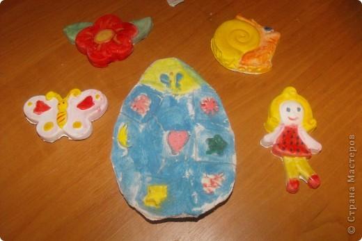 Выставляю Вашему вниманию работы моей дочки  Яйцо из соленого теста, а остальные поделки из гипса вылеты по формочкам фото 1