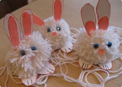 На прошлой неделе с первоклассниками делали кролика из помпона фото 2