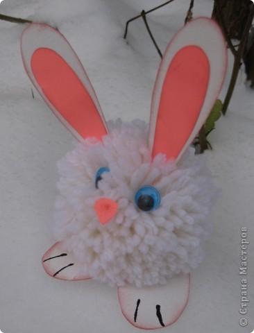 На прошлой неделе с первоклассниками делали кролика из помпона фото 1