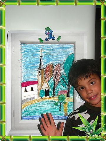 В школе дали задание: нарисовать восковыми мелками на распечатанном на листе формата А3 пластиковом окне вид из нашего окна. Так как вид из нашего окна оставлял желать лучшего, сын нарисовал выдуманный... Я бы может была бы и рада ему помочь, как это сделали другие мамы, но из меня художник, к сожалению, никакой ... фото 1
