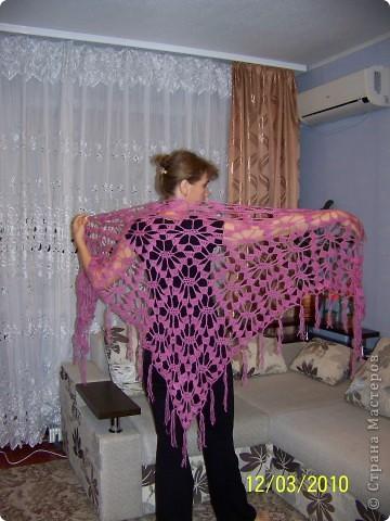 Вот такую шаль я связала на подарок своей любимой сестричке. фото 1