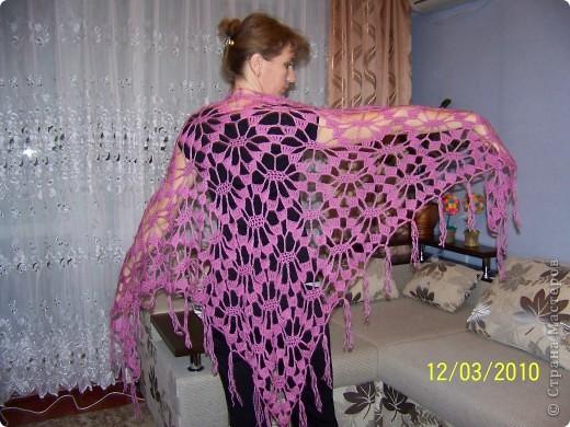 Вот такую шаль я связала на подарок своей любимой сестричке. фото 2