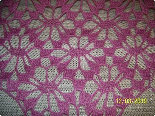 Вот такую шаль я связала на подарок своей любимой сестричке. фото 3
