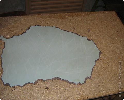 Решила декорировать старый стол. Сначала удалила старое покрытие. фото 1