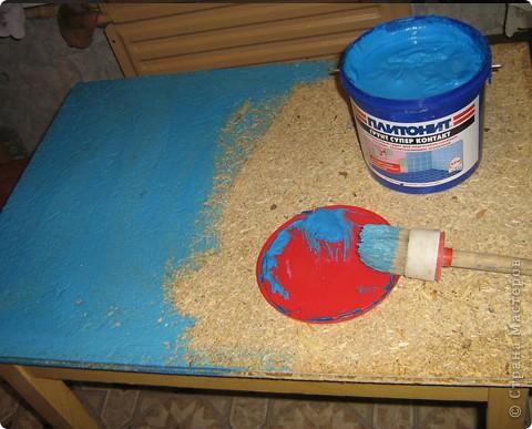 Решила декорировать старый стол. Сначала удалила старое покрытие. фото 2