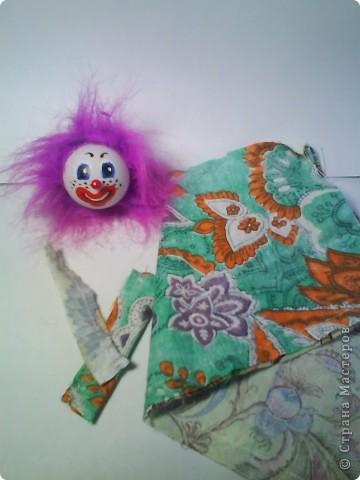 Решила предложить вам мастер-класс по изготовлению куклы дергунчика. Я сделала маленький вариант, так как легче фотографировать. Эту игрушку можно сделать большой и использовать для кукольного театра. для этого необходимо взять пластиковую бутылку большего размера. Итак приступим. фото 4