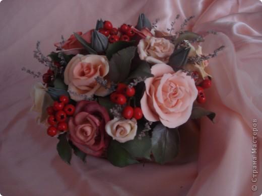 розово-ягодная композиция в корзине фото 2