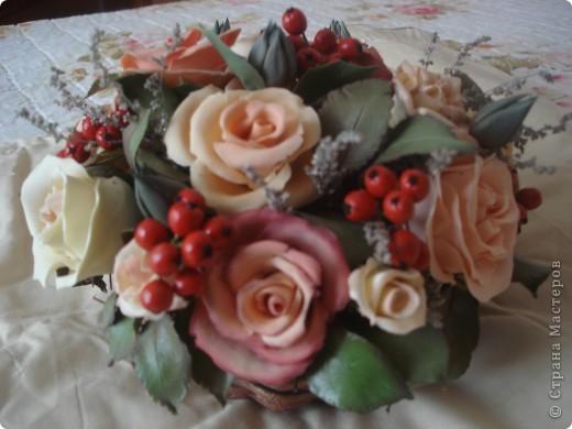розово-ягодная композиция в корзине фото 1