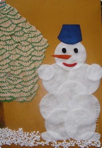 Cнеговик под елочкой