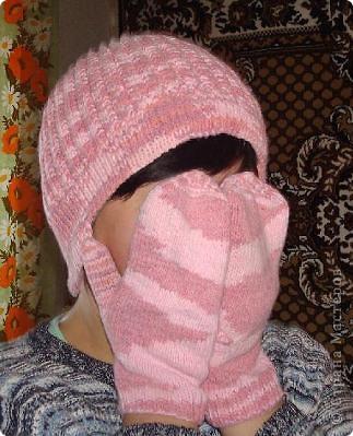 Вязанная спицами шапка на зиму.  Очень теплая, так как в качестве подклада использован флис. фото 1