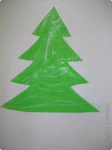 Такие снежные елочки делали с детками 3-4 лет. Решила для мамочек выложить МК. Сама по себе поделка очень легкая.  фото 3