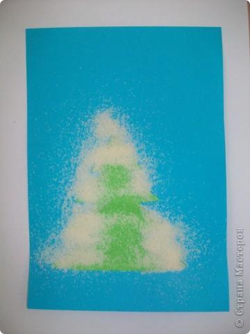 Такие снежные елочки делали с детками 3-4 лет. Решила для мамочек выложить МК. Сама по себе поделка очень легкая.  фото 5