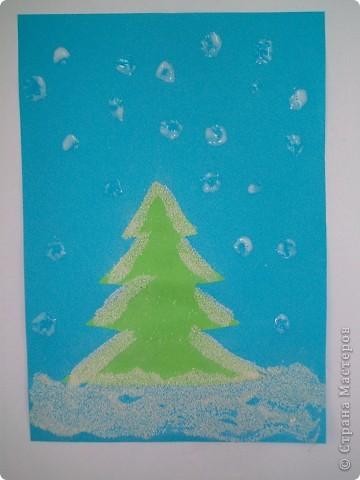 Такие снежные елочки делали с детками 3-4 лет. Решила для мамочек выложить МК. Сама по себе поделка очень легкая.  фото 10