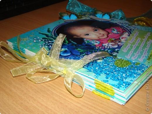 Это моя первая работа в стиле скрап. Решила сделать новогодний подарок своей племяше Викуле.  Альбом на 10 фотографий, размер 210х210. фото 17